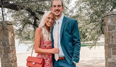 Abby Brewer is the stunning girlfriend of NBA player, Alex Caruso -currently a player with the Los Angeles Lakers. Find out more about her.