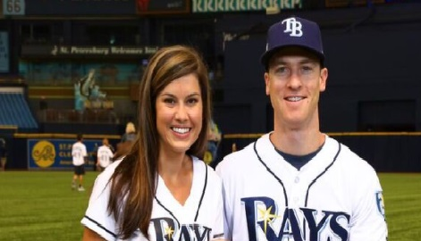 Lindsey Wendle is the proud wife of MLB superstar, Joey Wendle -the second baseman currently playing for the Tampa Bay Rays.