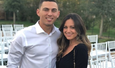 Nicole Barnes is the proud wife of MLB star, Austin Barnes -a catcher currently playing for the Los Angeles Dodgers. She is currently pregnant.